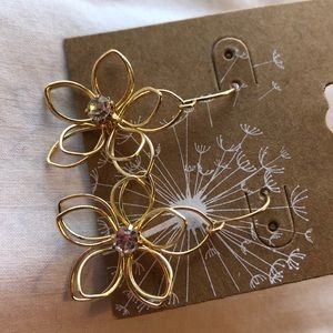 Jewelry - Brand new gold colored earrings (free w bundle)
